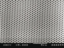 SEM close up of 350 nm photonic crystal. Master provided by NILT.