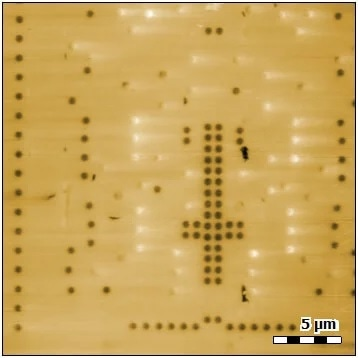 "Topography image showing an integrated circuit structure with multiple transistor contacts (image height range: 25 nm). After polishing, contacts may appear as high or low structures on the surface. Some contacts are almost at the same height level as the surface and are thus difficult to identify in topography alone. Contacts protruding from the surface exhibit a slight ""tail"" towards the right. This ""tail,"" visible in both trace and retrace, is a result of the polishing direction applied."