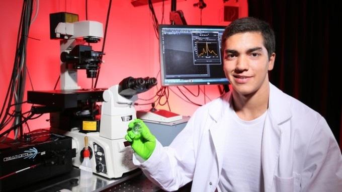 Graphene-Based Nanotube Biosensor Could Detect Single Biomolecules Efficiently